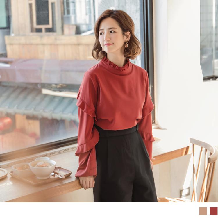 親膚實搭的純色上衣, 非常適合和AB11439當套裝穿搭~ 不論單穿或內搭都必備的單品, 袖子以流行元素造型拼接出細緻優雅感, 立領的荷葉點綴更襯托甜美典雅氛圍~ 此款2色長袖上衣皆適合甜美新鮮人、婚