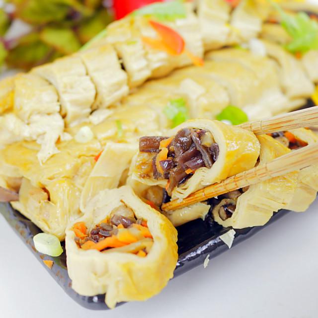 年菜預購【高興宴】素人上菜-蔬食煙薰素鵝卷300g(蛋奶素)