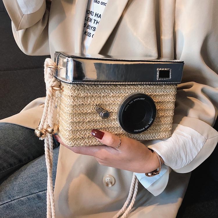 【Y.M】現貨 文藝小包包女2019新款潮草編相機包搞怪鏈條小方包洋氣編織單肩斜挎包 側背包斜背包度假包海灘包1859