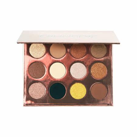 ColourPop是美國平價品牌,12個顏色,總共有8個霧面、4個珠光,顯色度高、上色很均勻、延展度不錯,能到打造超多不同款的眼妝。