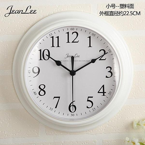 現代簡約鐘錶掛鐘客廳臥室家用圓形電池數字時鐘掛錶壁鐘  ATF  喜迎新春
