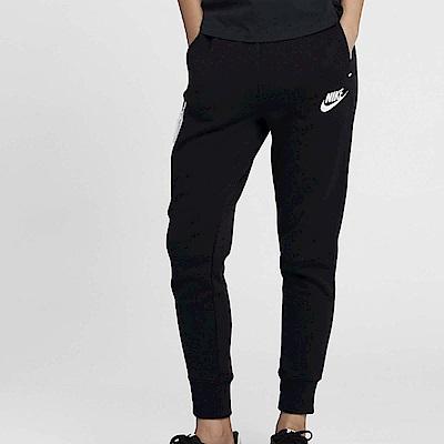 品牌: NIKE型號: 931829-011品名: As W Nsw Tch Flc Pant配色: 黑色 白色特點: 運動休閒 縮口褲 運動褲 路跑 健身房 拉鍊口袋 經典LOGO