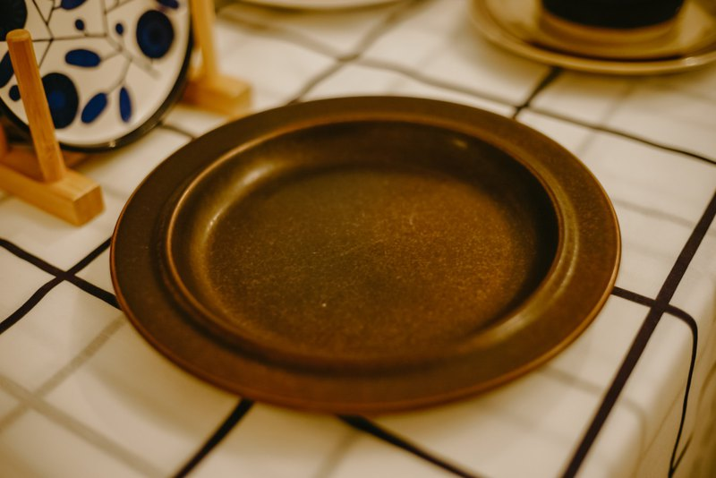 芬蘭老件ー鐵釉點心盤 / 蛋糕盤 / 萬用盤