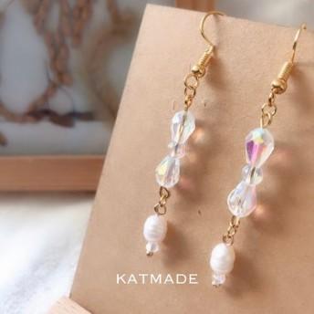 スワロフスキーの角閃石のイヤリングが付いた手作りの細い真珠