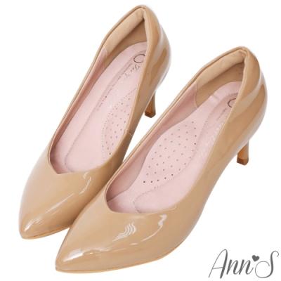 Ann'S魔術軟漆V口顯瘦低跟尖頭包鞋-杏