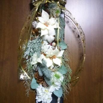 全長約47センチの縦長ホワイトクリスマスリース