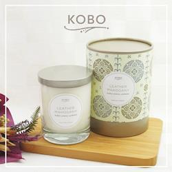 KOBO 美國大豆精油蠟燭 - 桃木皮革 (330g/可燃燒80hr)