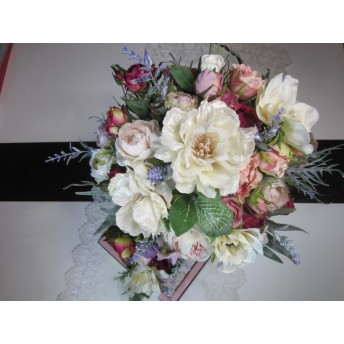 ほんのり淡い芍薬とバラのクラッチブーケ&ブートニアセット