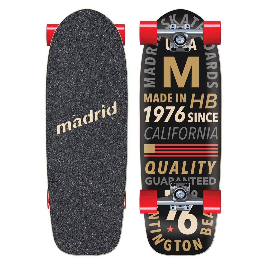 板型的設計完全按照 1985 年的經典科幻電影「回到未來」中,男主角 Marty 所使用的那張由 Madrid 與 Valterra Skateboard 聯名設計的滑板。適合玩法:Cruise 街滑