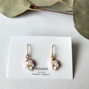 ビオラの耳飾り 桜色と粉雪色