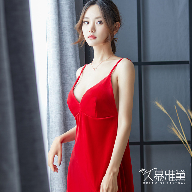 久慕雅黛 絲絨性感V領優雅開叉短裙。紅色