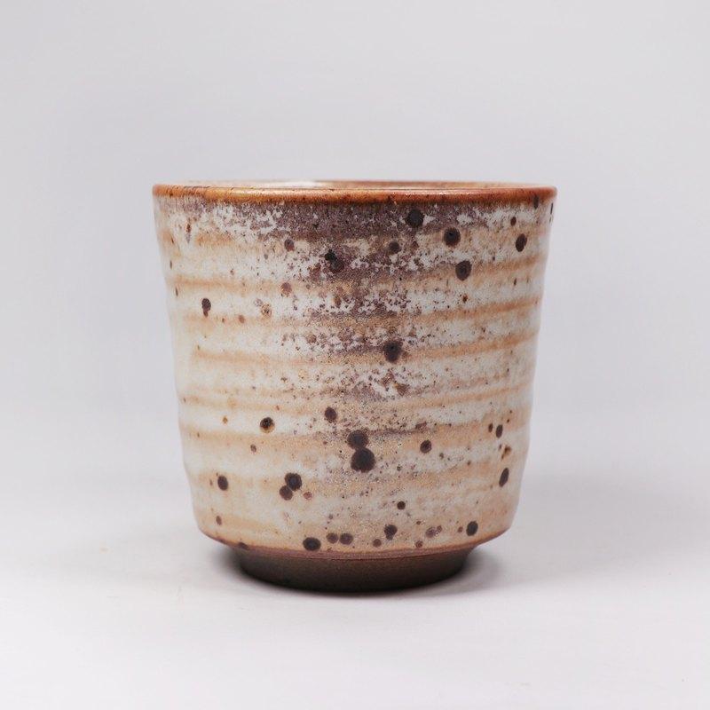 明芽窯 l 柴燒鐵斑原礦志野釉水杯