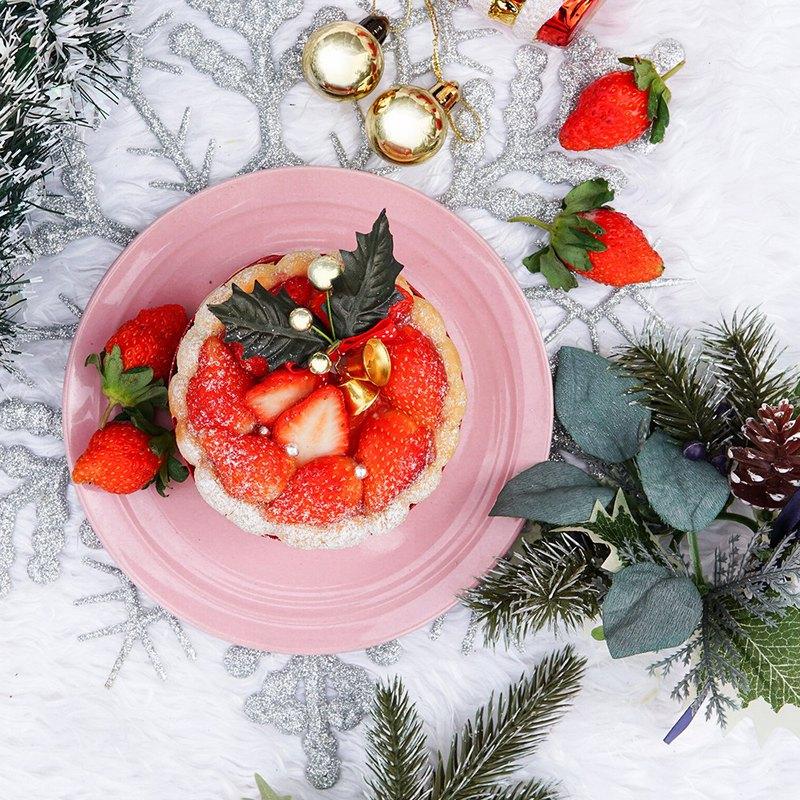 當季大湖草莓 mix 白巧克力慕斯蛋糕 使用法國進口鐵塔鮮奶油 滿滿草莓讓冬季也能感受到滿滿幸福