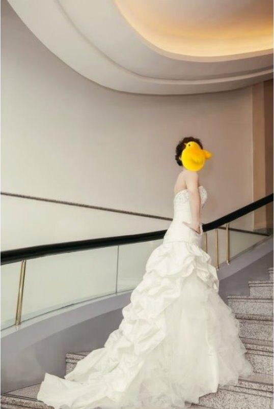 穿過二次的白紗 原價NT20000 NT8800讓出 不需內襯蓬裙 自助婚拍 二手婚紗 vera wang 王薇薇 參考
