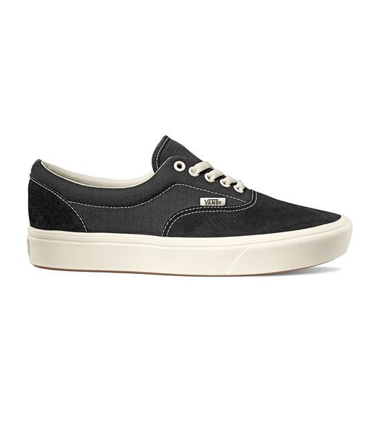 經典Era鞋款。Vans 科技大底 ComfyCush 技術,兼具輕盈、透氣、舒適特性。麂皮/抗撕裂鞋面。