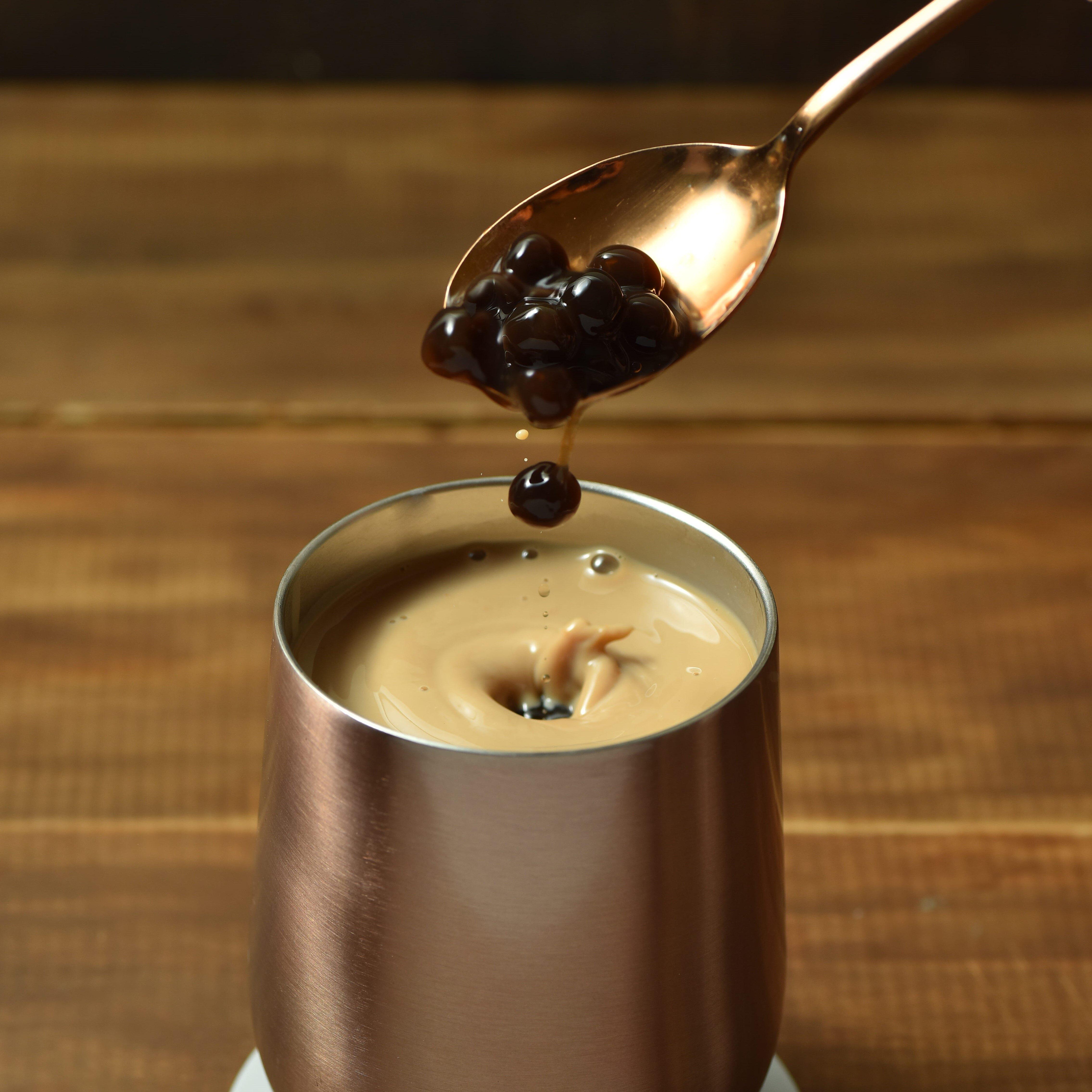 全台首創!沖泡式的珍珠奶茶,喝起來跟手搖飲料一模一樣,來台旅客瘋狂搶購!曾經創下開賣秒殺2500盒的最高紀錄!