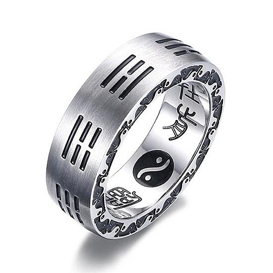 《 QBOX 》FASHION 飾品【QR-305】精緻個性宗教八卦九字真言拉絲面鈦鋼戒指/戒環