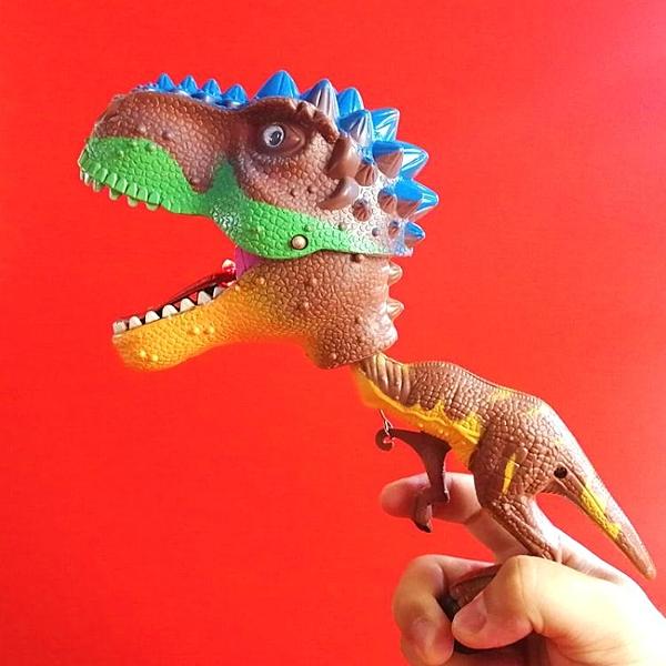 恐龍手夾手偶帶聲音帶燈霸王龍新奇整蠱有趣兒童玩具生 『洛小仙女鞋』