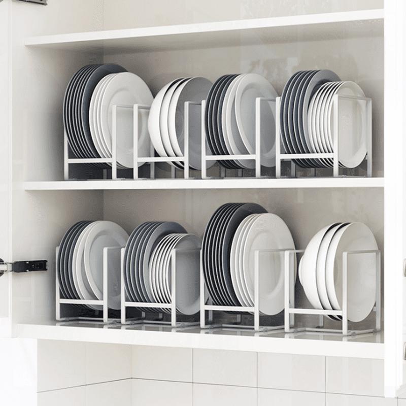 盤碟瀝水置物架,能快速瀝乾碗盤上多餘的水分,防止細菌滋生,架身表面具備防氧塗層,抗氧不生鏽,兩側皆有防滑保護條,避免盤碟滑動,撞傷盤碟。簡約的鐵藝鏤空設計,時尚美觀,放置於廚房檯面上,方便收納盤碟,拿