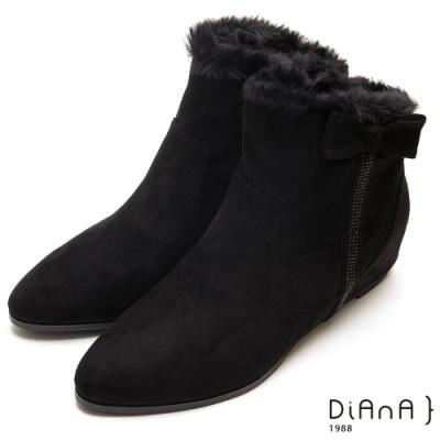 DIANA鑽條蝴蝶結毛絨布尖頭內增高短靴-保暖防滑-黑