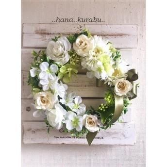 ◆直径22㎝ミニバラのホワイトリース◆造花・壁掛けリース◆