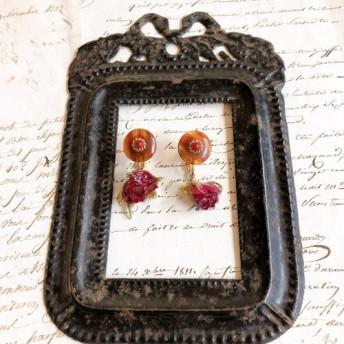 小さなバラとフランスボタンのイヤリング