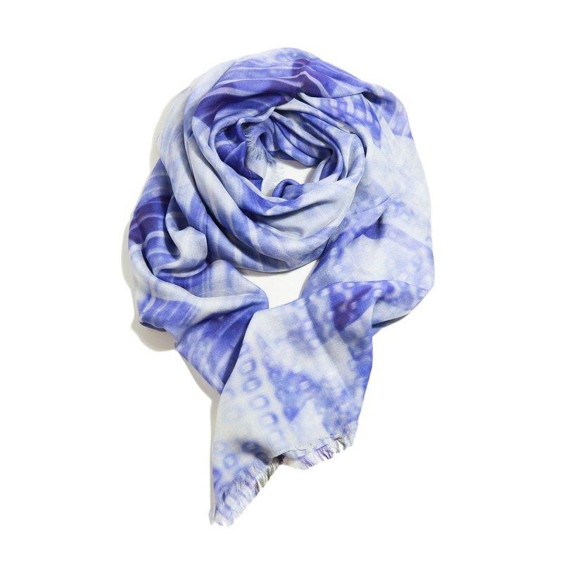 Brise 藍白印花時尚大方巾 喀什米爾羊絨混紡莫代爾 質感禮物