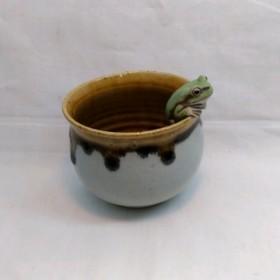 アマガエル縁乗りカップ(飴釉流れ)