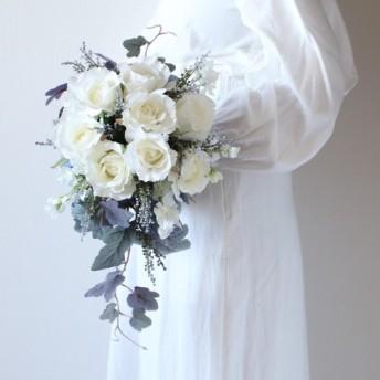ホワイトローズとブルーのベリーのナチュラルキャスケードブーケ wedding bouquet