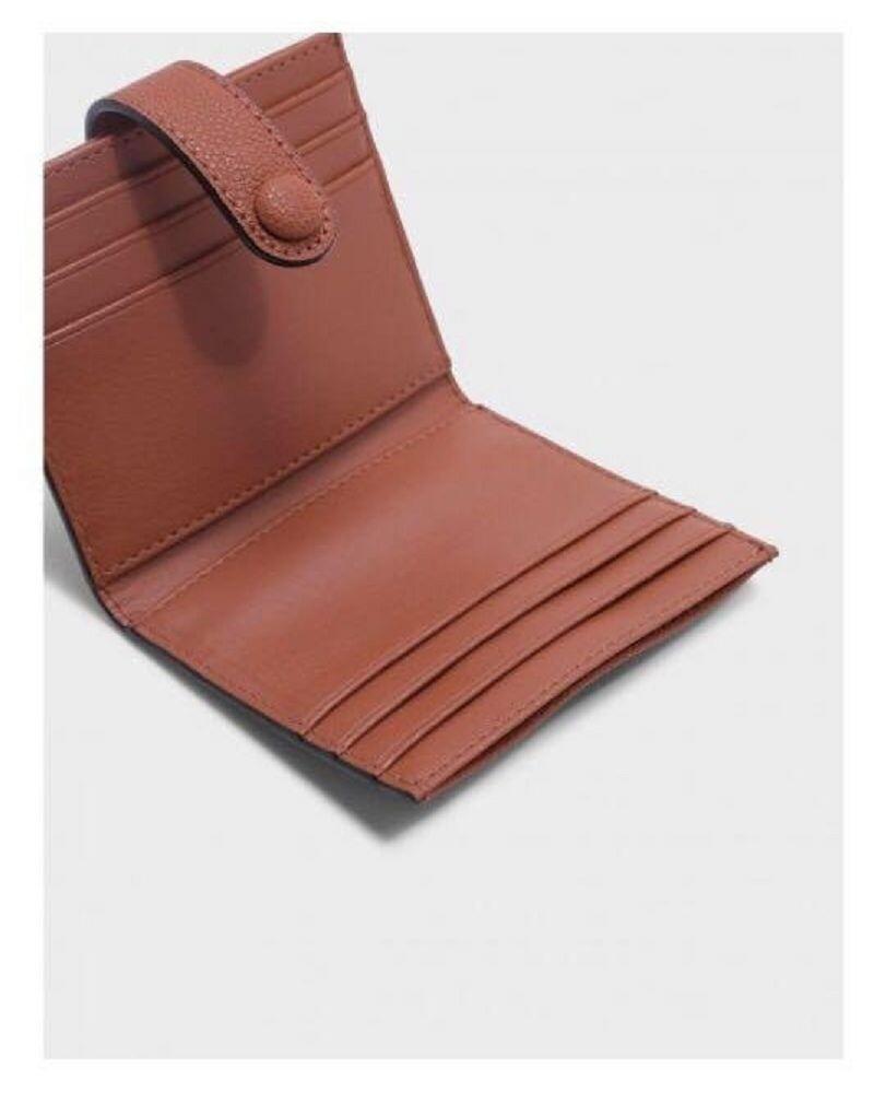 【迦南園】 【直飛星城 正品保證】小CK 鈕扣票卡夾 小收納包 錢包(土色)CK6-50700705 CLAY 皮夾 皮包 (平行輸入-原廠盒裝) 我們提供的不只是你們拿到手上的產品,而是我們持續熱忱