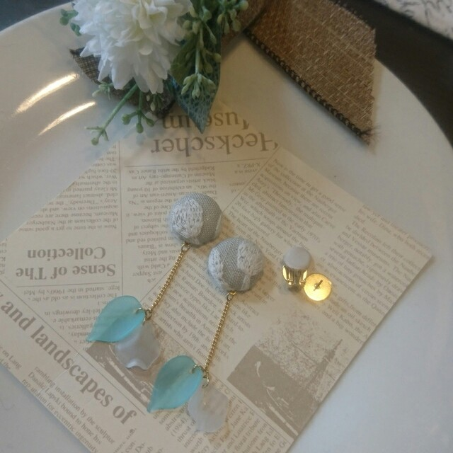 刺繍生地とアクリルパーツ イヤリングorピアス