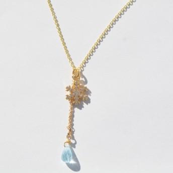 雪の結晶とアクアマリンドロップのネックレス