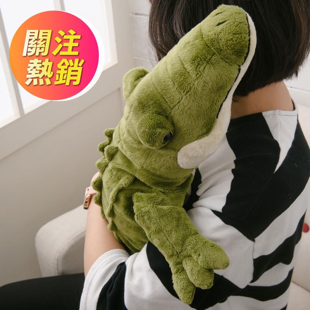 #生活工場 #WORKINGHOUSE #皮皮 #玩偶 #皮皮鱷魚 【產品特色】‧ 受大眾喜愛的可愛抱枕‧ 可靠又扎實‧ 亦可當作靠枕、枕頭【商品規格】內容物:娃娃*1隻尺寸:長 120 x寬 35