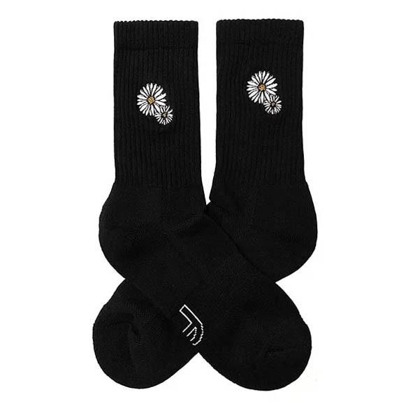 BEST FOOT FRIEND - BF190026-01 刺繡小花雛菊 中筒襪 / 小腿襪 (黑色) 化學原宿