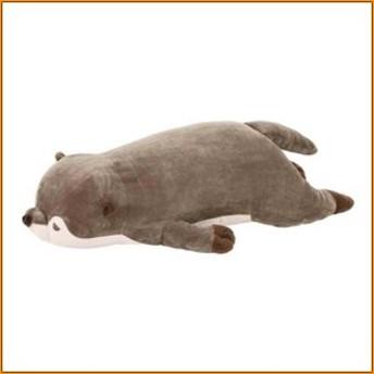 (送料無料)プレミアムねむねむアニマルズ 抱きまくらM カワウソのくるり 58209-33 ▼ 一緒にすやすや眠りたくなるような癒される抱き枕