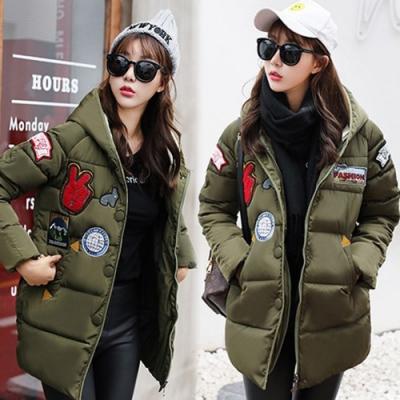 【韓國K.W.】時尚潮流徽章貼布連帽羽絨外套-2色