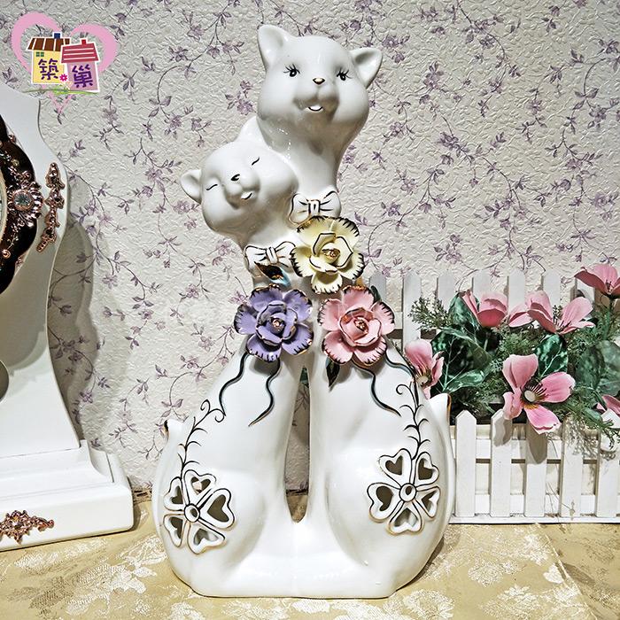 白瓷簍空幸運草立體花朵情侶戀貓擺飾 【築巢傢飾】