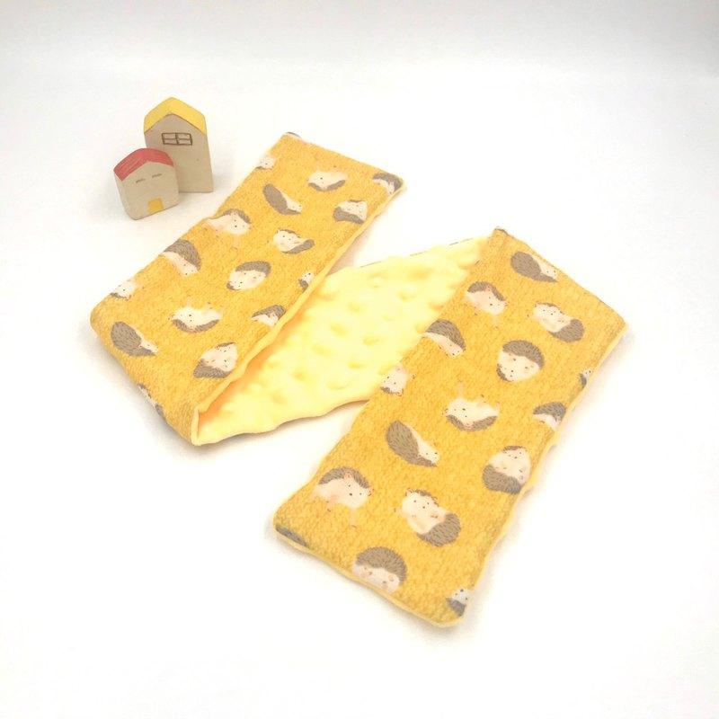 刺蝟黃底-黃豆點圍巾