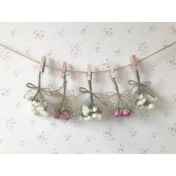 ふわふわ小さなかすみ草とピンクのバラのドライフラワーガーランド