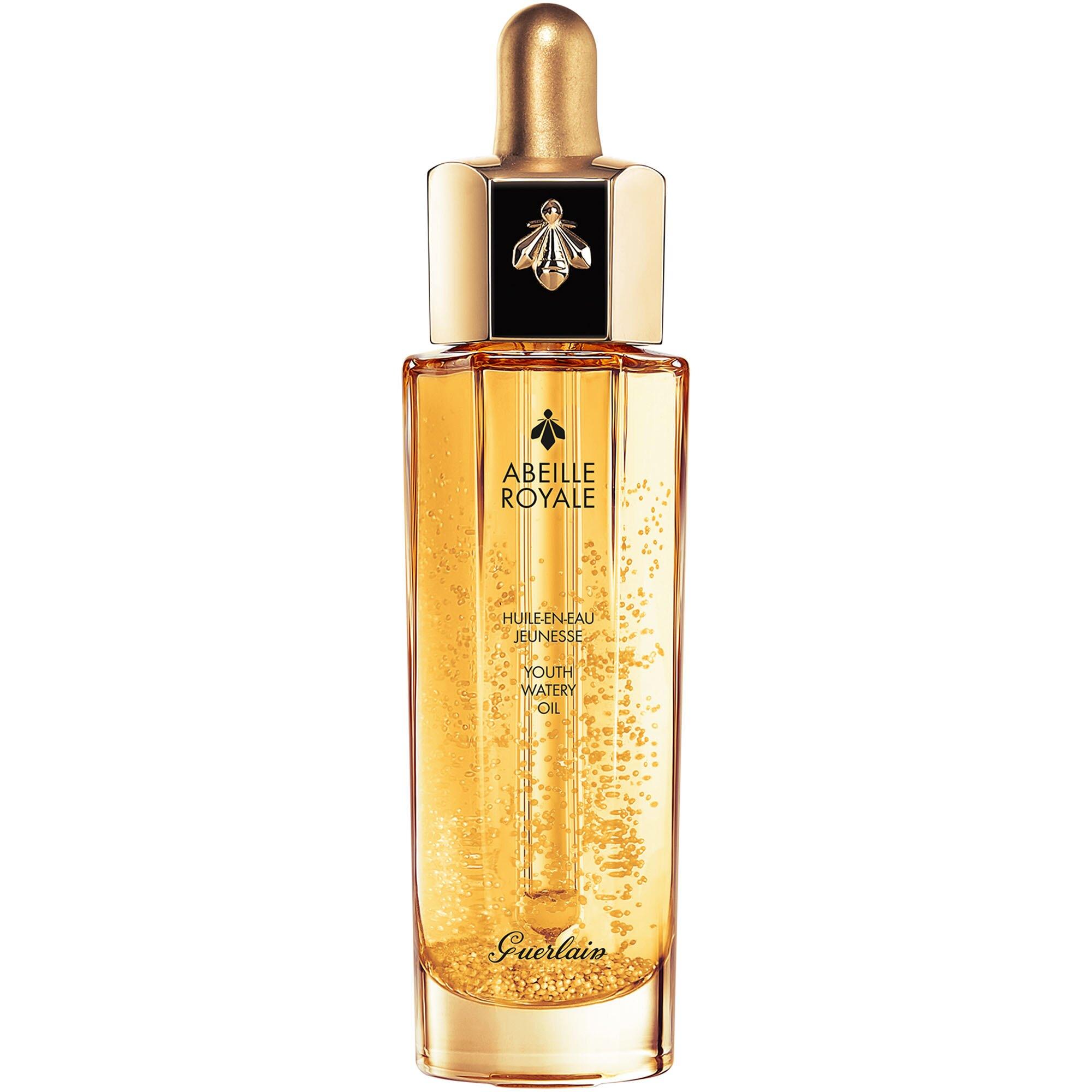 讓肌膚潤澤透亮的世界名油小金瓶,輕盈柔滑的質地可充分滋潤肌膚,為保養做好充分前導