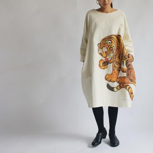 ●春の支度SALE●リネン麻コットン「和画衣」手描きART「猛虎図」贅沢一枚布ゆったりワンピース琳派K03