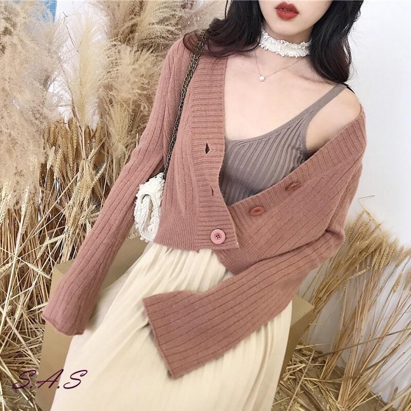 顏色:米白色、紅棕色、奶茶色、灰綠色 材質:毛衣、針織衫 尺碼:均碼 肩寬:39 袖長:57 衣長:51 胸圍:100 以上單位均為公分 手工測量,請允許1~3公分誤差 針織毛衣材質可能會有縮水的情況