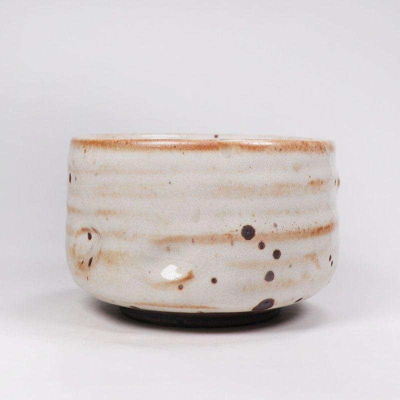 明芽窯 l 柴燒鐵斑原礦志野釉茶碗