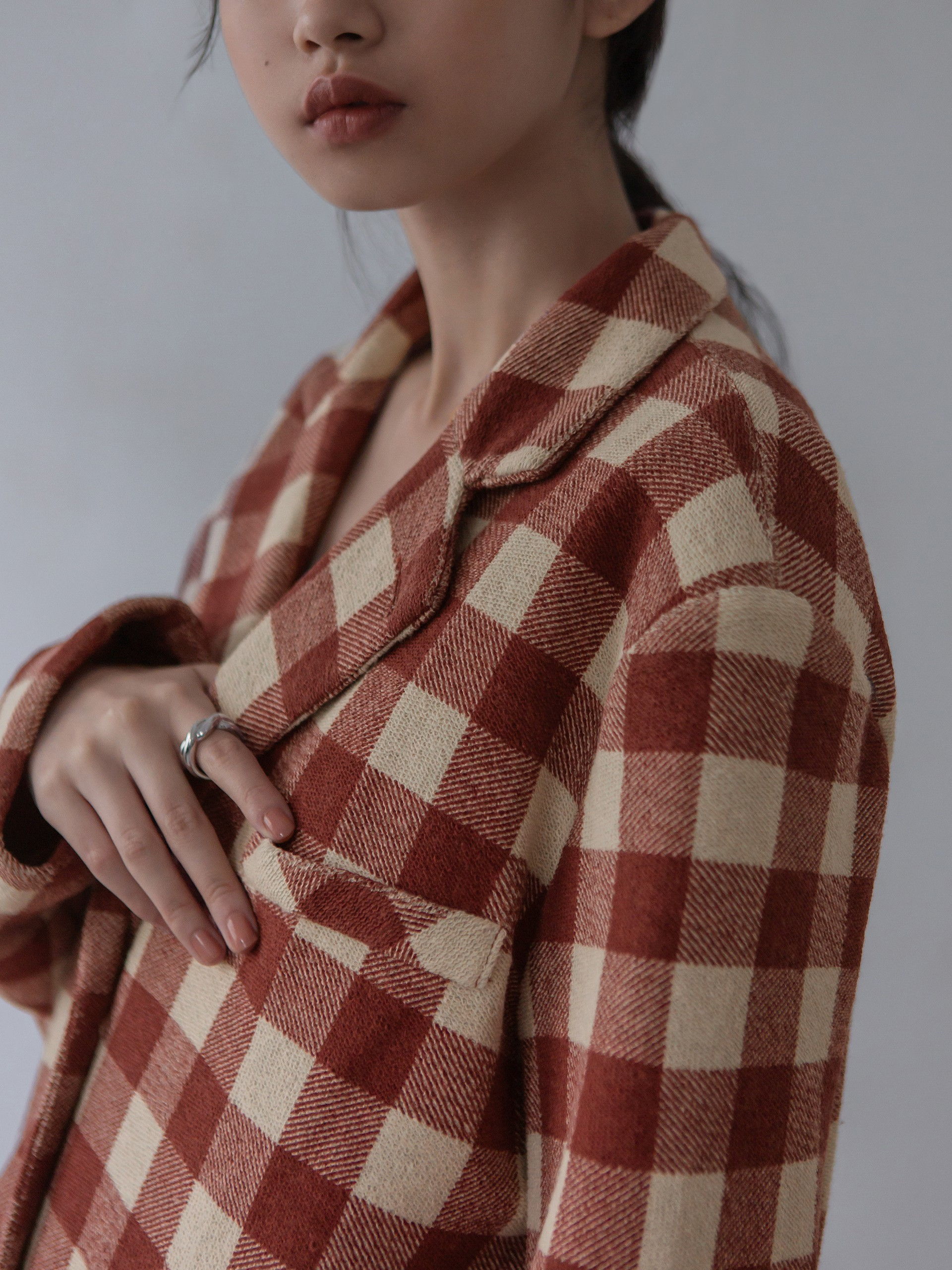 mouggan+方格棉紋感西裝外套