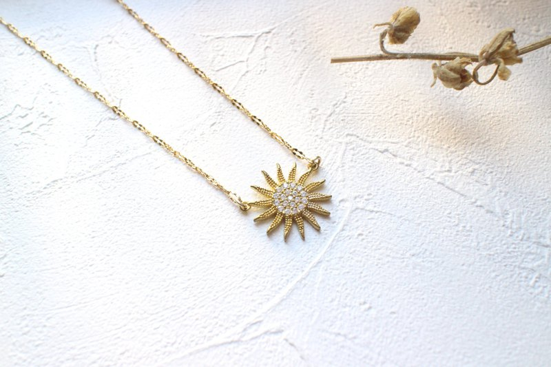 太陽造型鋯石項鍊,象徵充滿力量與溫暖人心的祝福