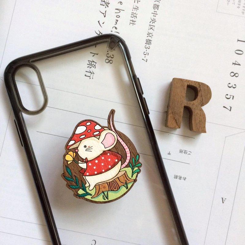 木製電話手柄和紅色蘑菇站立式鼠標