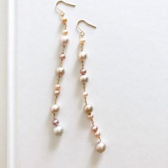 ほんのり桜色&シルバーグレー の 淡水パール ミックス アシンメトリーのロングピアス (k14gf)