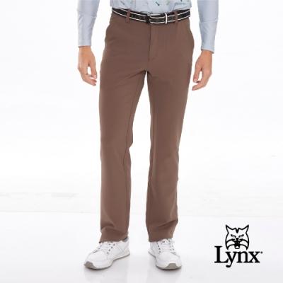 【Lynx Golf】男款口袋造型壓線裝飾平口休閒長褲-深卡其色