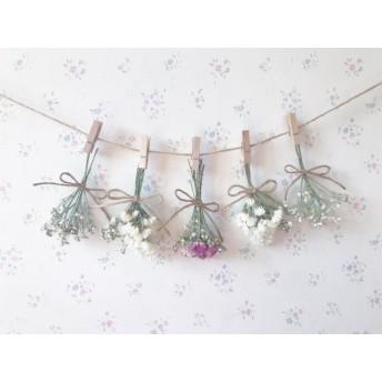 かすみ草とレッドピンクとパステルピンクのバラのドライフラワーガーランド