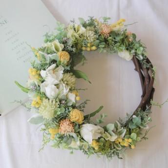 【新色1点限り】春色♪チューリップとミモザの三日月リース (造花)
